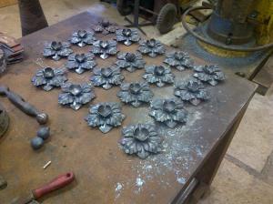 Boarder rosettes, Tijou gates