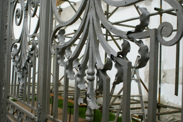 New and repaired waterleaves on the lower part of the 'Tijou' gates