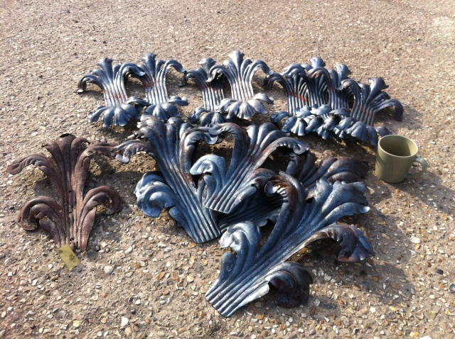 Large gate acanthus leaves, last ones!